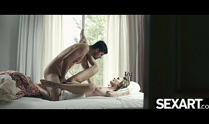 Hot girl starts her day with a blowjob and an intense orgasm